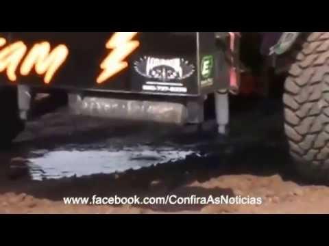 Caminhonete explode o motor. filme carros Walt Disney Pictures. Cars  Paul Walker