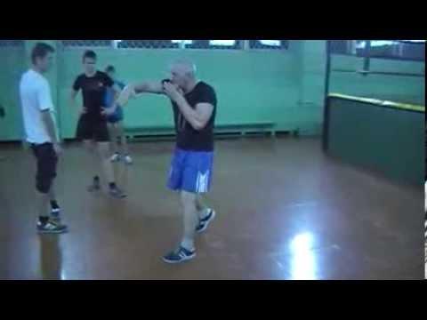 Бокс, отработка прямых ударов с защитой.