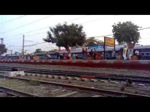 Mumbai Pune Express Reach The Platform video