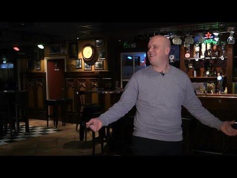 Wat roept Van Gerwen als hij naar het dartbord loo - RTL 7 DARTS: WK 2018