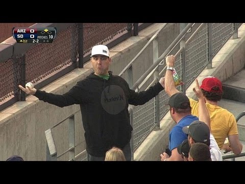 Fan makes impressive barehanded snag