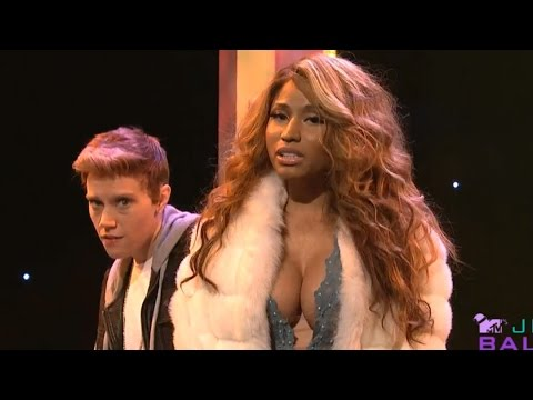 Nicki Minaj Spoofs Kim Kardashian & Beyonce on SNL
