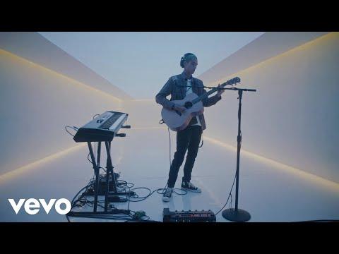 "Dominic Fike - ""King of Everything"" (Live) | Vevo DSCVR"