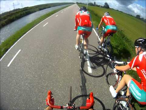 Kop over kop met het Rijlaarsdam Transport Cycling Team.