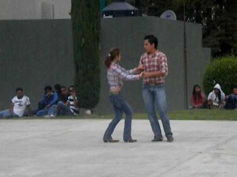 bailando cumbia texana desde puebla