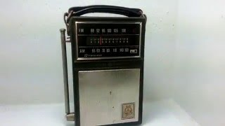 General Electric GE 12 Transistor AM / FM Portable Radio P-1840A Vintage