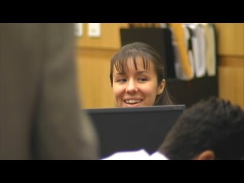 Jodi Arias Smiles & Laughs During Post-Conviction Status Conference ...