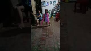 Bé Khánh Ngọc múa
