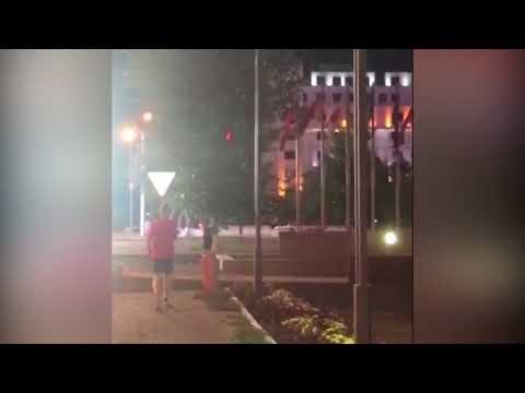 Житель Астаны снял на видео иностранцев, ломающих мусорные урны