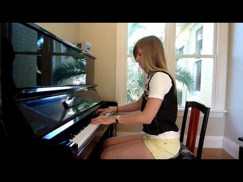 Lara plays GANGNAM STYLE on piano