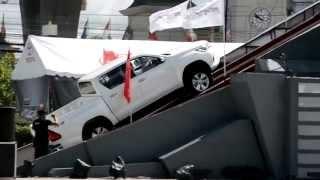 Toyota Revo เป็นกระบะที่ขึ้นเนินชัน 45 องศาได้ โดยไม่ต้องเหยียบคันเร่ง
