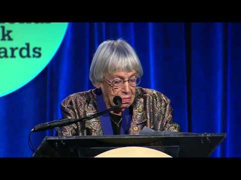 Ursula K. LeGuin en el 65° National Book Awards (Sub. Español)