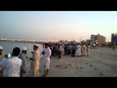 Saudi Arab EID Holiday So Many People Came See.  ঈদ সুটিতে সাগরে পাড়ে ভির।