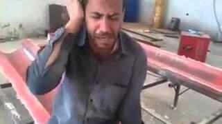 an a worker Arabian on work time Qur'an Recitation  MashaALLAH