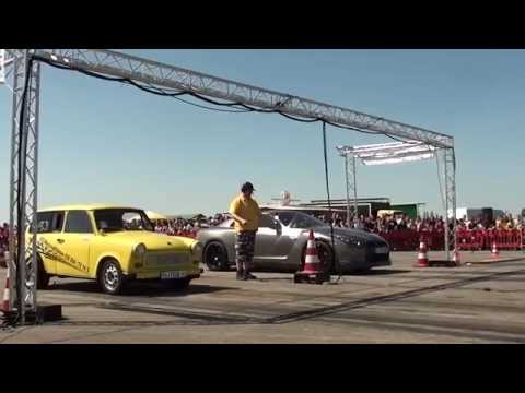 Nissan GTR R35 580HP vs. Trabant Turbo 3.0T - 1/4 Mile - Race at Airport