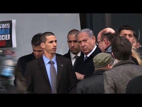 France: Netanyahu se recueille devant le supermarché casher