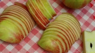 The Best Way To Slice An Apple ~ How To Slice an Apple ~ Noreen's Kitchen Basics