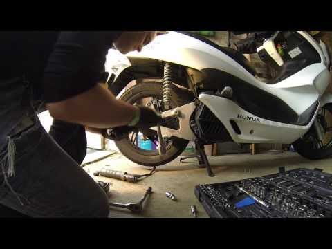 Honda PCX - How to remove rear wheel. brake drum and shoes