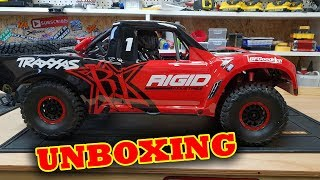 Traxxas UDR Unboxing With Pat & Kev - Unlimited Desert Racer