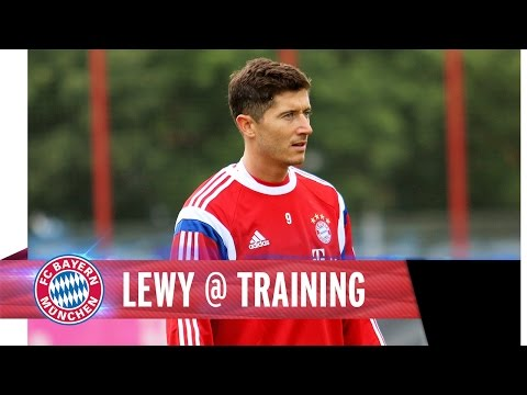 FC Bayern training session with Lewandowski, Bernat and Rode