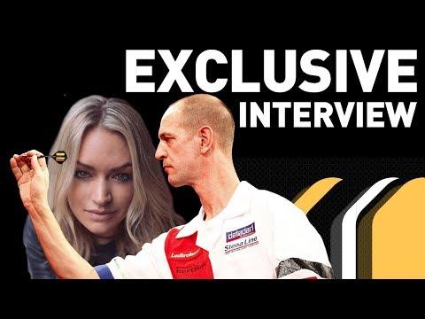 Wie is de charmante presentatrice van Sky Sports? - RTL 7 DARTS: PREMIER LEAGUE