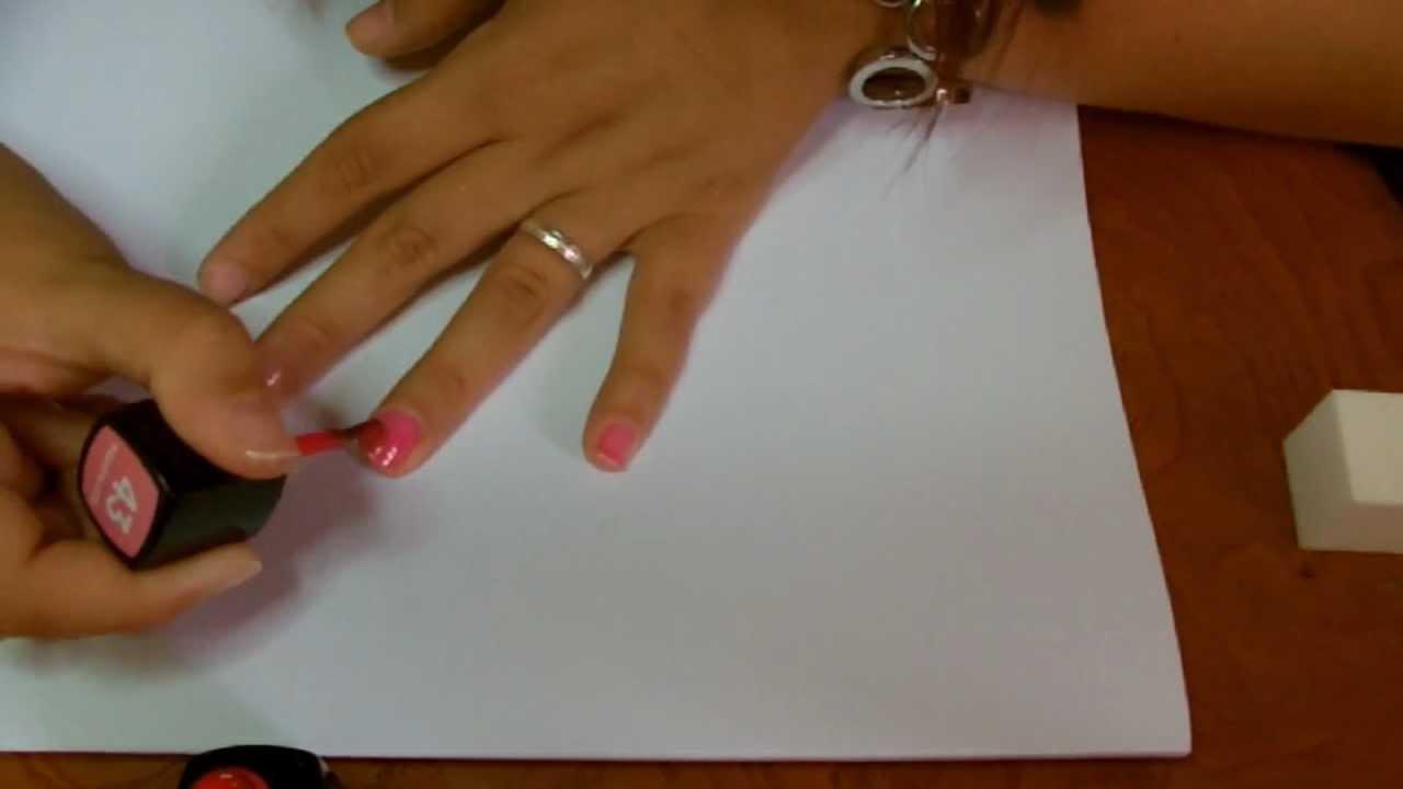 Incrinatura verticale su un trattamento di unghia a mano