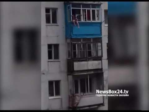 Жительница поселка Дунай в пьяном угаре спустилась по балкон