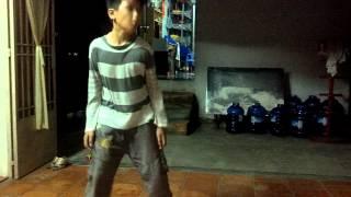 Vòng Phi Hùng dance ngẫu hứng
