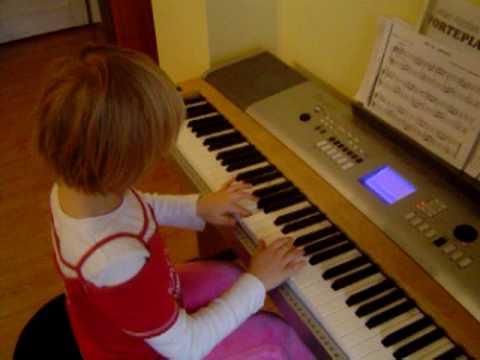 Kasia Gra Na Pianinie