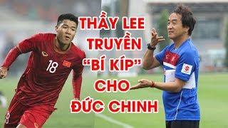 """Đức Chinh truyền """"bí kíp"""" của thầy Lee Young-Jin cho Việt Hưng khi U22 Việt Nam đang thua Thái Lan"""