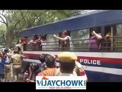 . Delhi Small Girl Rape-bjp Women Group Protested Near Sonia Gandhi Home. video