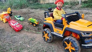 Funny children's kindergarten car toys Excavator & Dump Trucks rescued and pulled by Dave Mario