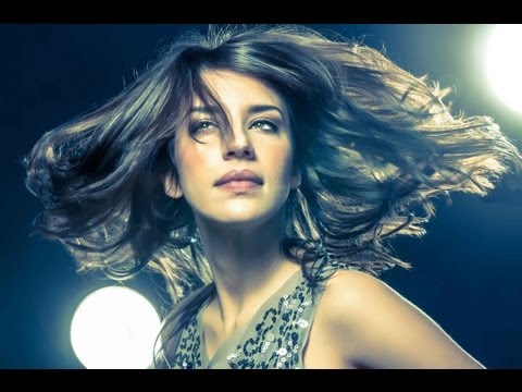 Fashion, Glamour, Modeling, Posing, and Lighting Photography Tutorial (outtakes @ 15:00)