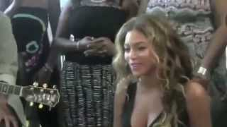 "Beyoncé ""Halo"" Hosptial in Singapore, singing at 2:51"