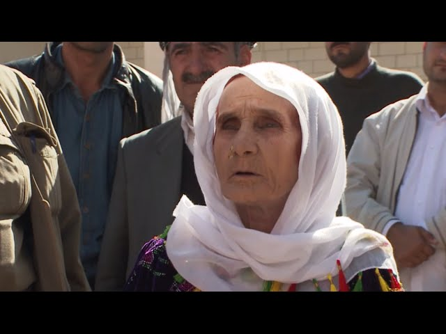 Kobani granny & other refugees desperate to halt ISIS at Turkey-Syria border