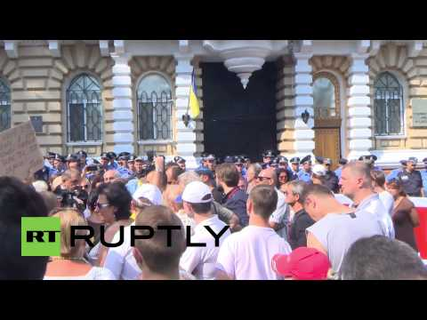 Ukraine: Right Sector protest at Interior Ministry following clashes