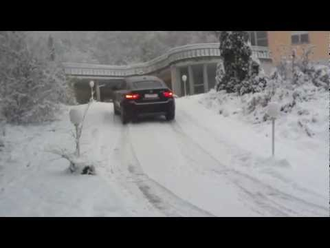 BMW X6 xDrive40d vs snow and ice 20% slope