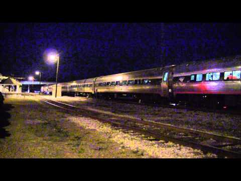 HD: Amtrak Silver Meteor arrives and departs Jesup, GA - Lots of horn action!
