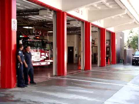 Chicago Fire Department Truck 3 and Engine 42 going on a run. Video