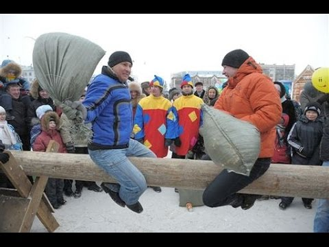 Зимние забавы Бои на бревне мешками