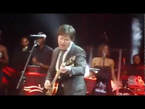 "Michael J. Fox tocando ""Johnny B. Goode"" en vivo"