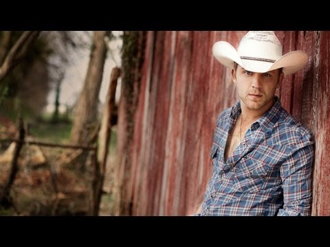 Justin Moore - Small Town USA (LIVE HQ)