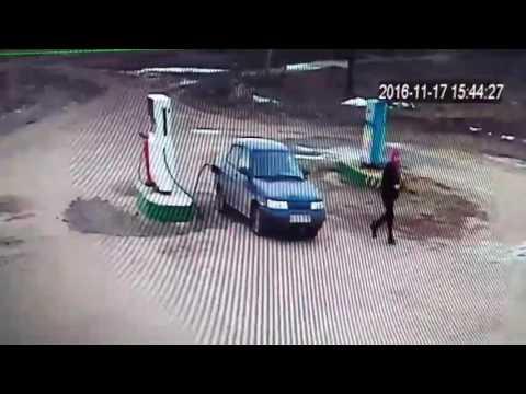 Сызранский район Девушка на заправке