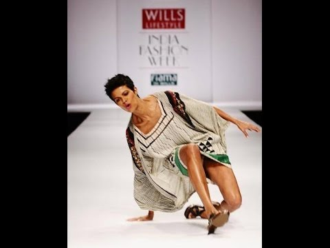 Sexy Hot Models Walk Bombay Bullion Fashion Show 2013 video