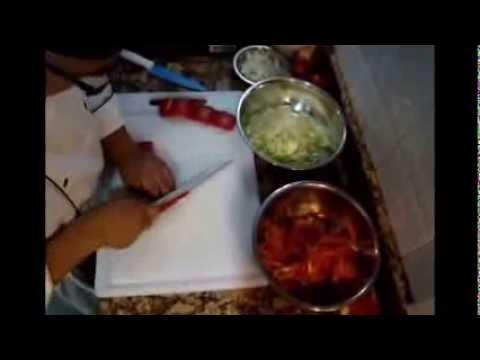 Sobrebarriga en salsa criolla con papas chorreadas