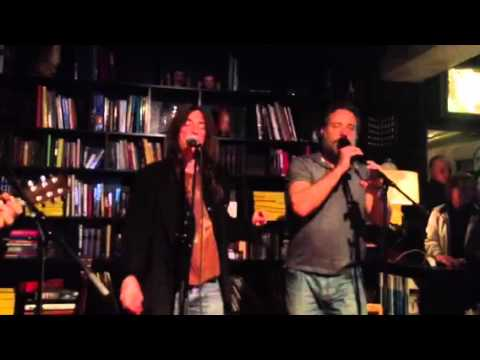 Russell Crowe and Patti Smith Duet