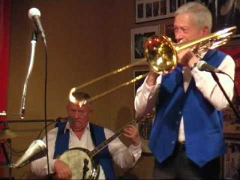 Willie Ashman Original Jazzband plays 'April Showers'
