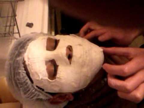 La cosmetología la edematización bajo los ojos