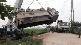 Cận cảnh trục vớt xe tải 4 chân tai nạn lật úp nóc