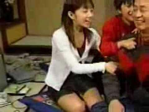 小倉優子が正座でパンチラ